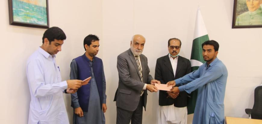 Mustafa Nawaz Khokhar granted 0.6M for deserving students.