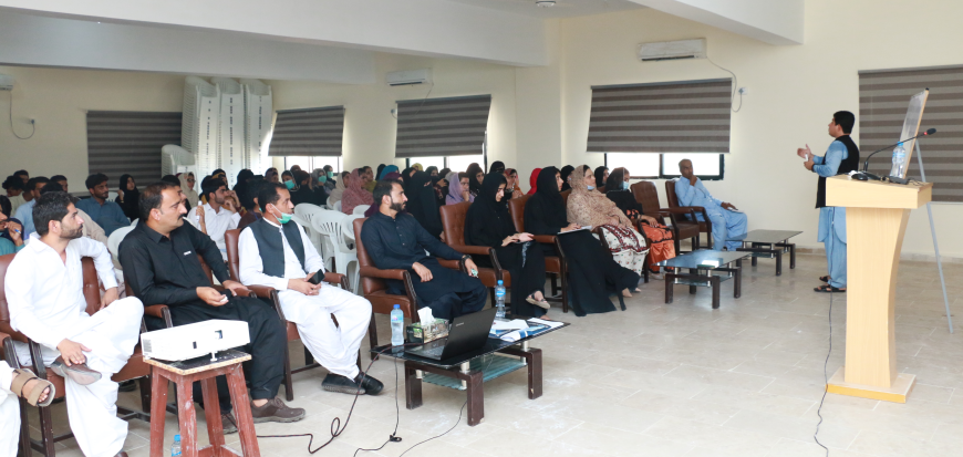 """Workshop on """"Developing Writing & Research Skills"""" in UoT's Gwadar Campus"""